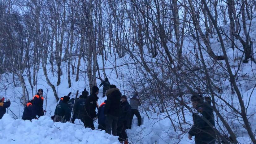 Один человек погиб при сходе лавины около школы на Камчатке