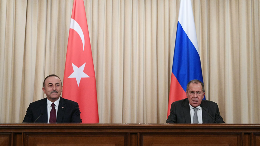 Главы МИД России и Турции встретились для переговоров в аэропорту Катара