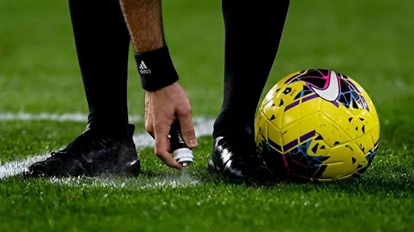 Российский арбитр встал на колено перед матчем Англия — Сан-Марино