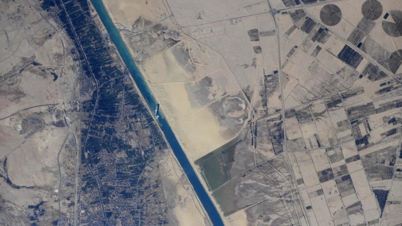 Опубликованы фотографии Суэцкого канала с МКС