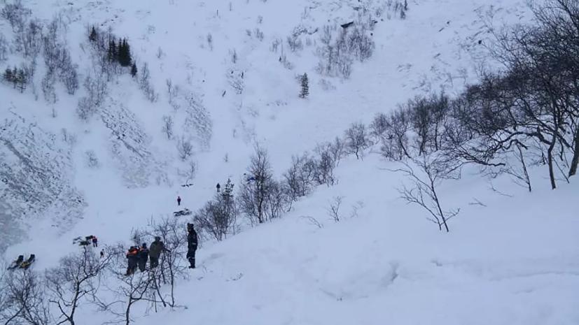 В СК заявили об оставлении одних попавших под лавину в Хибинах детей