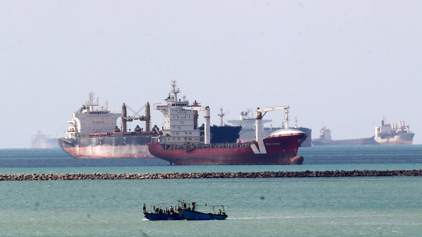 Более 400 судов ожидают прохода через Суэцкий канал