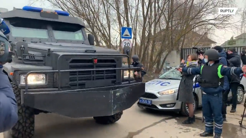 Видео из Мытищ, где пенсионер открыл стрельбу по силовикам