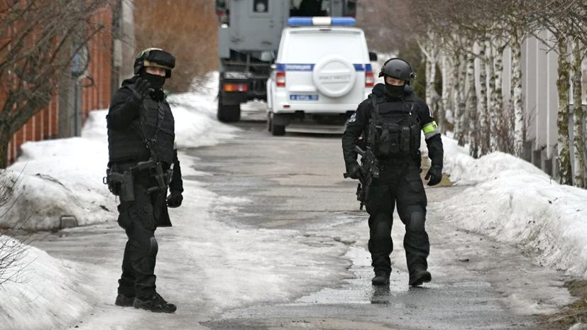 Спецназ покидает место стрельбы в Мытищах
