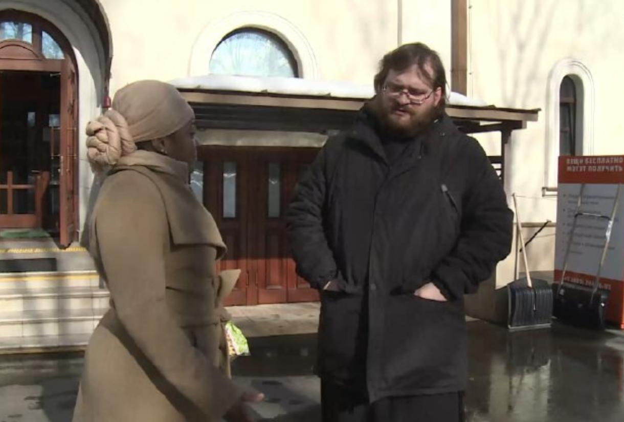 «Помочь стать частью общества»: как православный священник помогает беженцам освоиться в России1