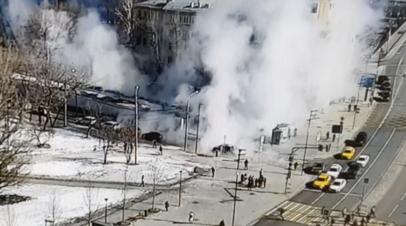 Улицы затянуло паром после прорыва трубы с горячей водой на западе Москвы — видео