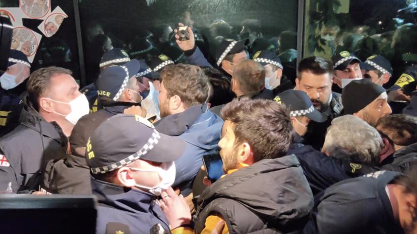 6065a6e6ae5ac9746d01a388 «Радикализм во многом определяет внутреннюю политику»: что известно об акциях протеста в Грузии на фоне визита Познера