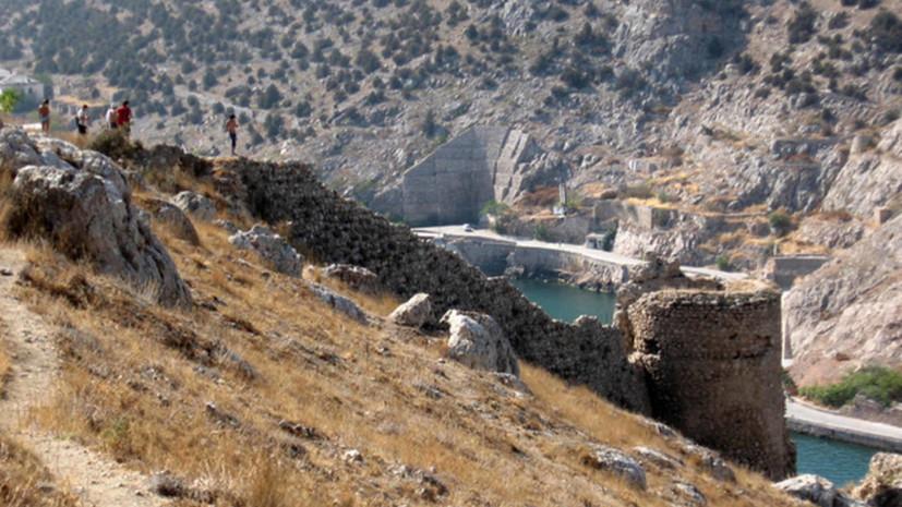 В Севастополе завели дело по факту незаконных раскопок в районе крепости XIV века