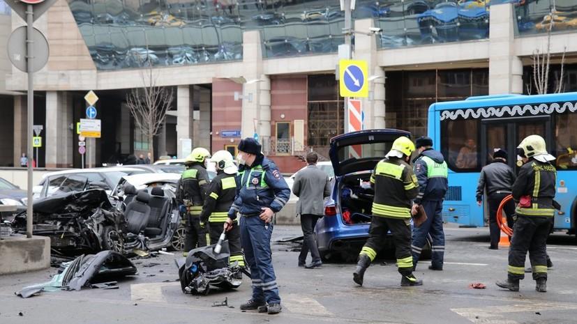 Пранкер доехал до уголовного дела: скандальный блогер Эдвард Бил стал участником крупного ДТП в центре Москвы