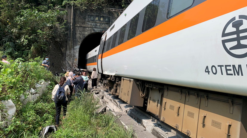Число жертв крушения поезда на Тайване возросло до 41