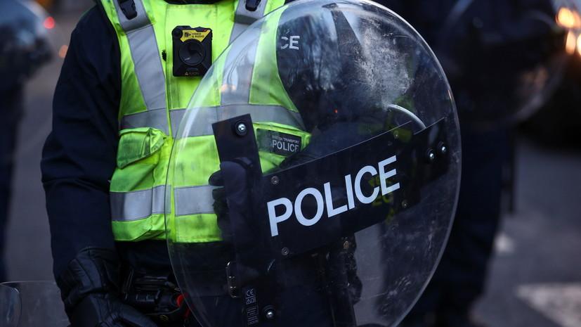 В Британии восемь полицейских пострадали в ходе беспорядков