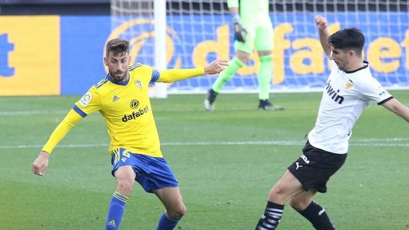 Футболисты «Валенсии» ушли с поля из-за расистского оскорбленияот игрока «Кадиса»
