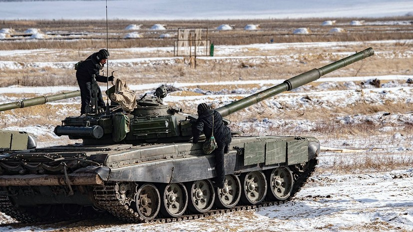 «Актуальность применения танков не исчезла»: какие новые тактические приёмы осваивает российская армия