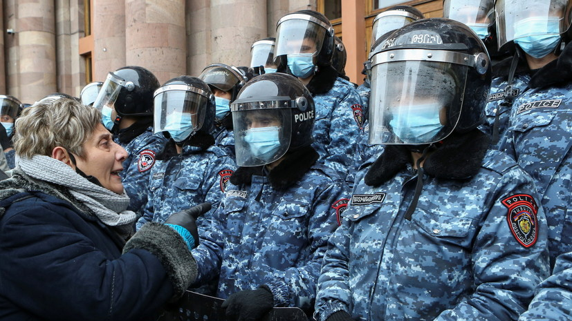 В Ереване задержали несколько участников акции протеста у здания правительства