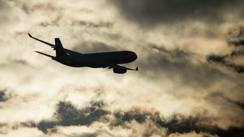 Вылетевший в Петербург самолёт приземлился обратно в Сочи