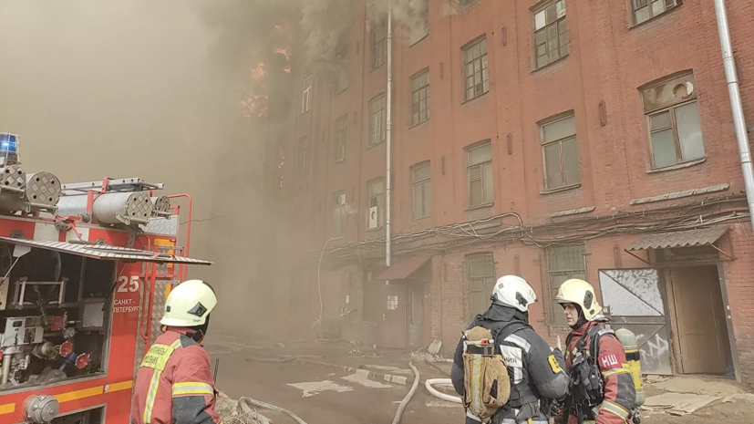 СК проводит проверку по факту пожара на Невской мануфактуре
