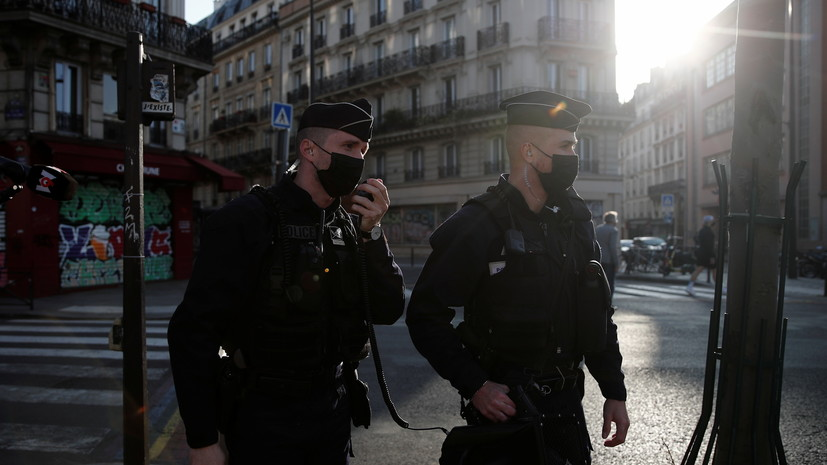 Один из раненных при стрельбе у больницы в Париже погиб