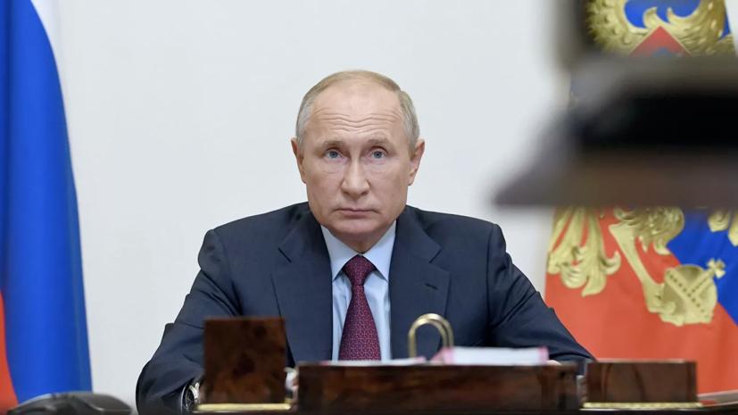 Путин предложил увеличить должностной оклад космонавтов