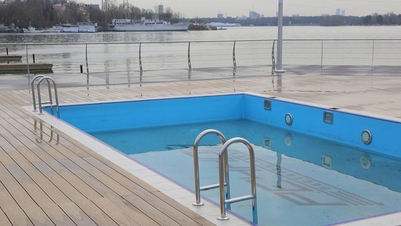 В парке Северного речного вокзала построили зону отдыха с тремя бассейнами