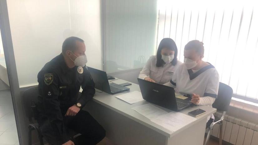 На Украине стартовала вакцинация от коронавируса сотрудников МВД