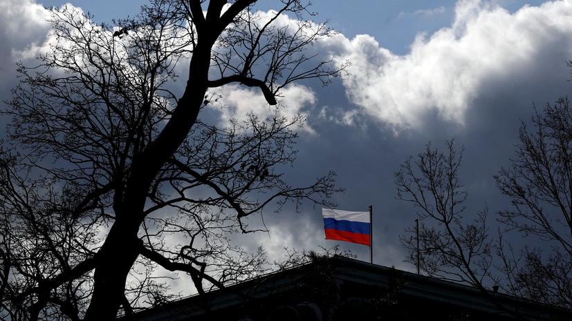 Возле посольства России в Праге произошла стычка