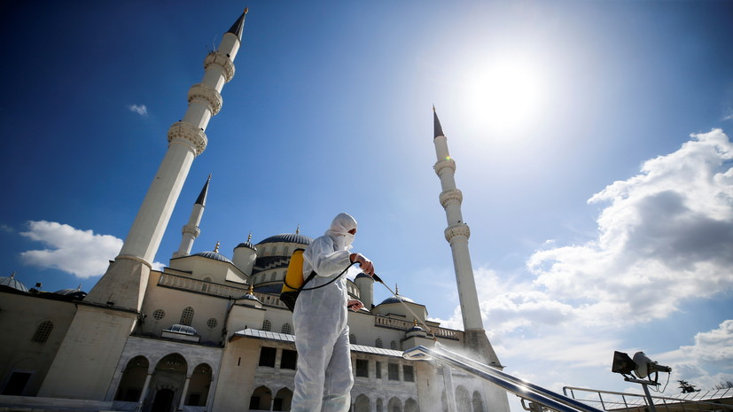 В Турции вводят трёхдневный локдаун