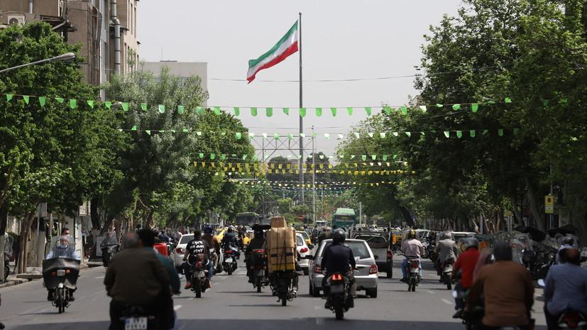 AP: США рассматривают возможность отмены ряда санкций против Ирана
