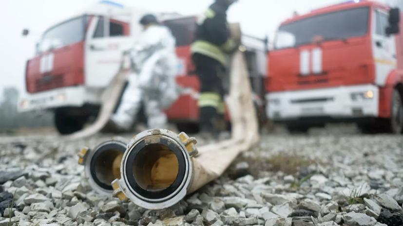 Площадь пожара на фабрике в Иркутской области возросла