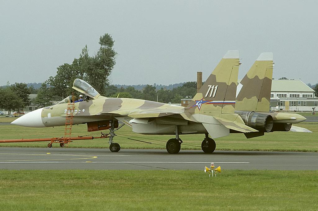 «Без него не появились бы Су-35 и Су-57»: какую роль в становлении истребительной авиации РФ сыграл самолёт Су-371