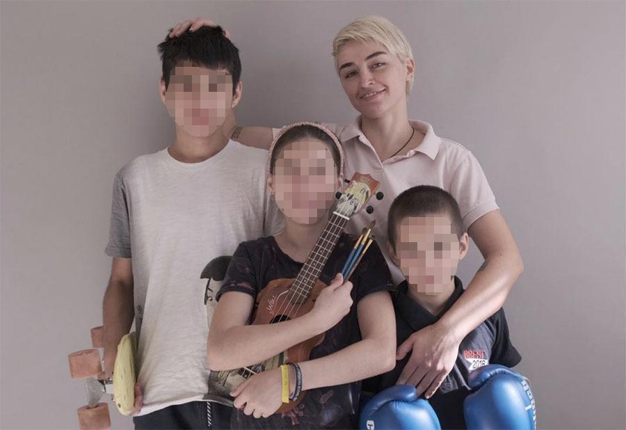 «Настраивает против меня»: в Дагестане мать с розовыми волосами и татуировками борется за право жить со своими детьми2