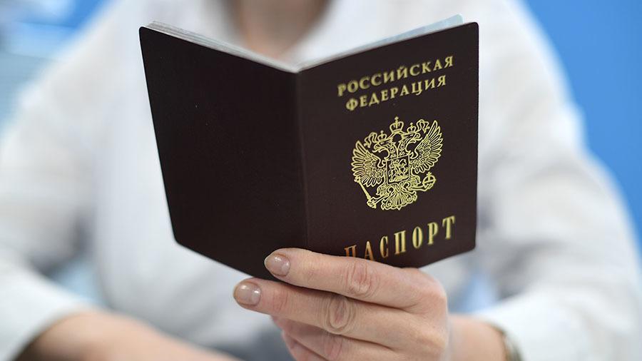 606af500ae5ac91fe3365d56 «Росчерком пера могут сломать мне жизнь»: многодетную мать просят поменять паспорт на новый с неправильным отчеством