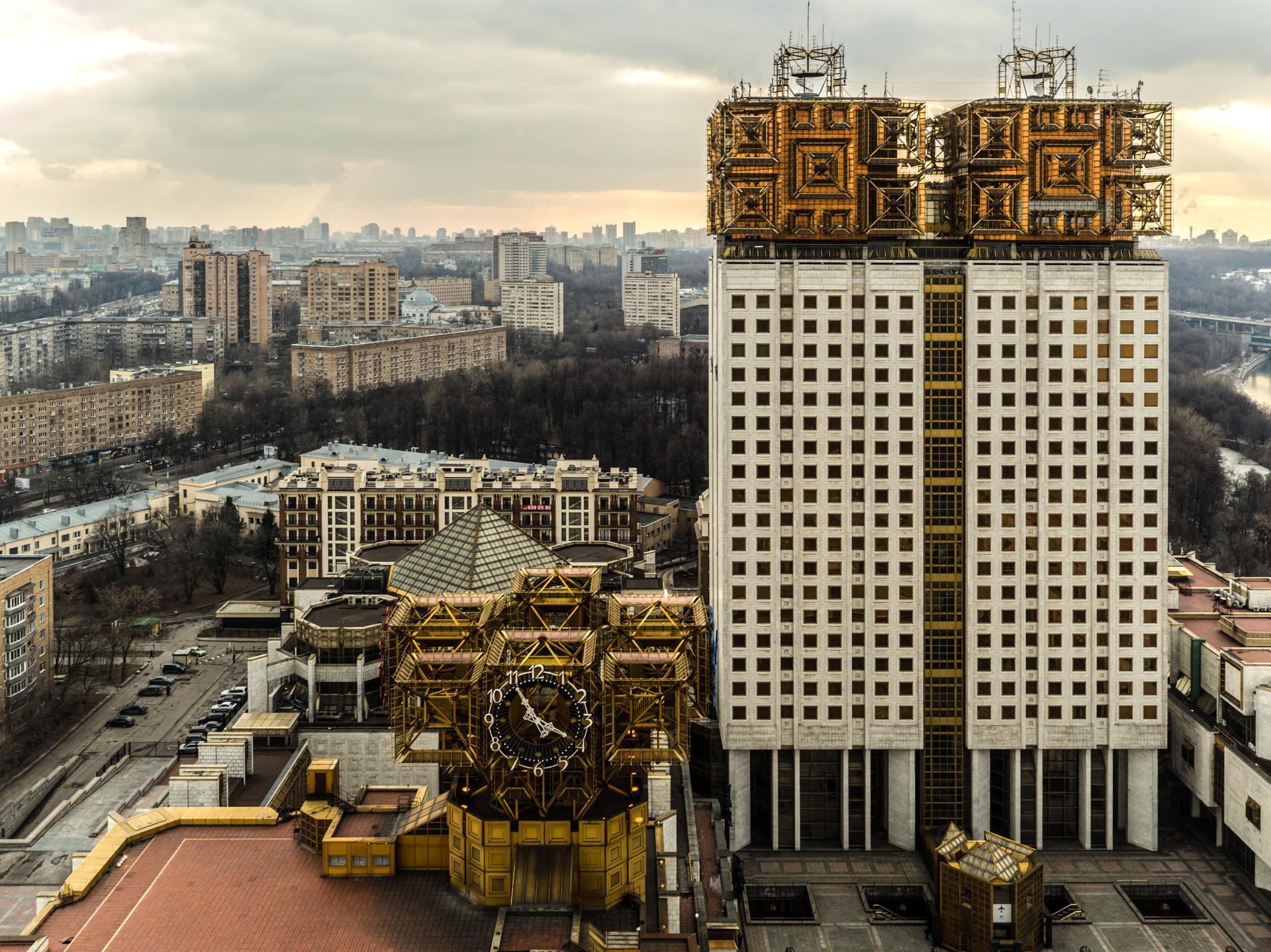«Я не буду защищать США с оружием в руках»: химик Артём Оганов о возвращении в Россию, молодых учёных и Сколтехе3
