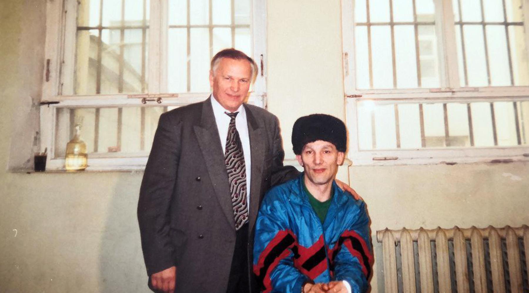 Пробудил чувства: 30 лет назад рецидивист Сергей Мадуев едва не сбежал из СИЗО при содействии следователя9