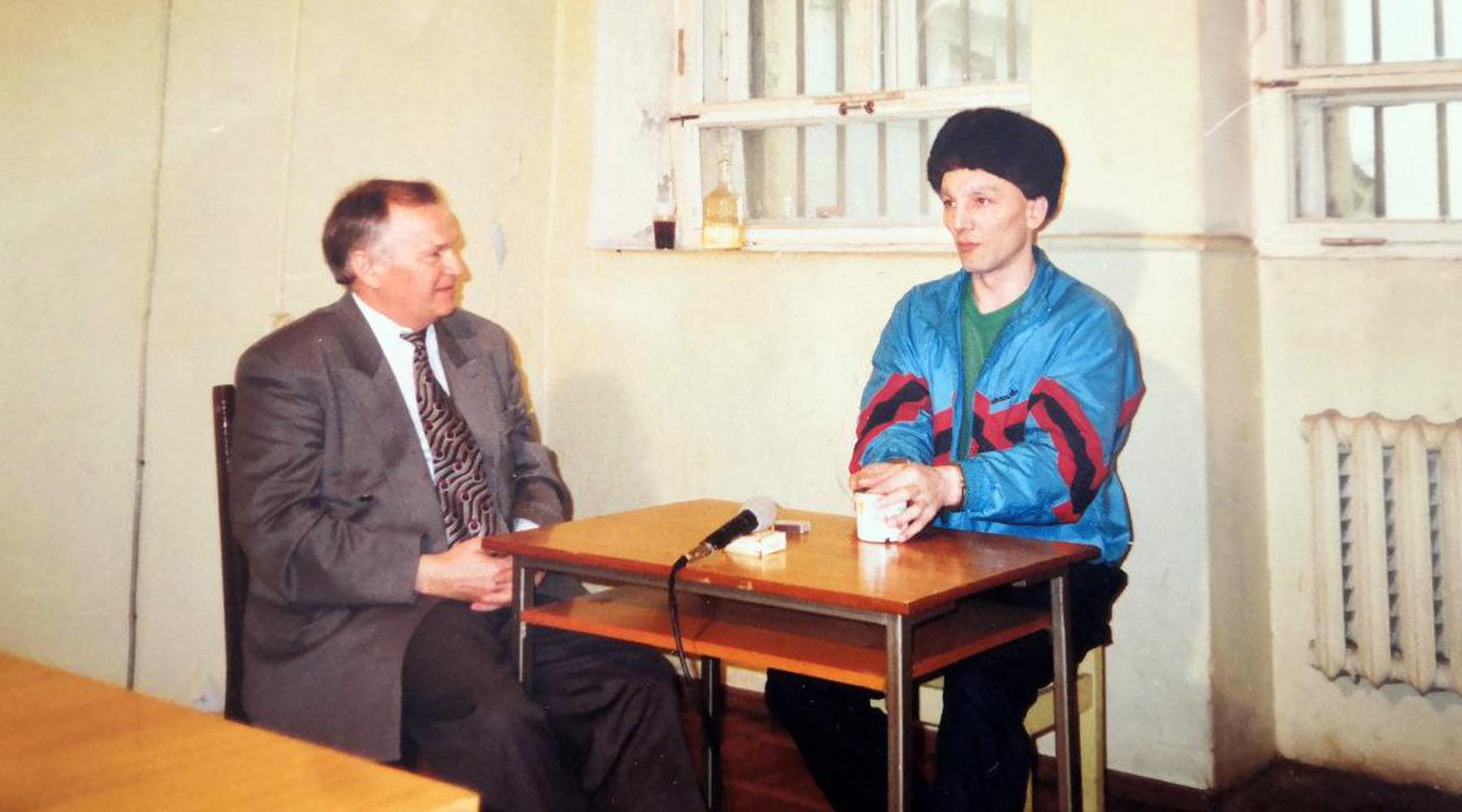 Пробудил чувства: 30 лет назад рецидивист Сергей Мадуев едва не сбежал из СИЗО при содействии следователя2