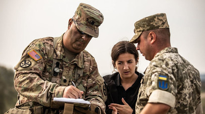Американский и украинский военные на учениях Rapid Trident 2018