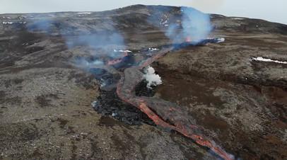 Новые трещины с лавой у проснувшегося вулкана в Исландии  видео