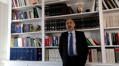 «Раз «Спутник V» ко мне не летит — я полечу к нему»: французский адвокат привился российской вакциной от COVID-19