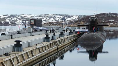 Amarre frente de submarinos nucleares en Hajiyev