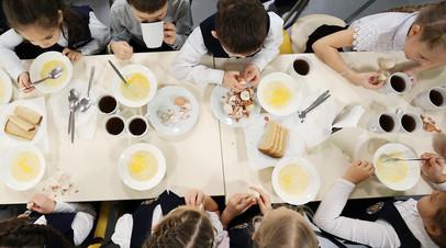 Роспотребнадзор рассказал о нарушениях в школьном питании в Петербурге