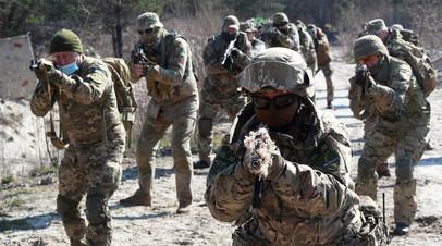 Украинские военные с военнослужащими НАТО