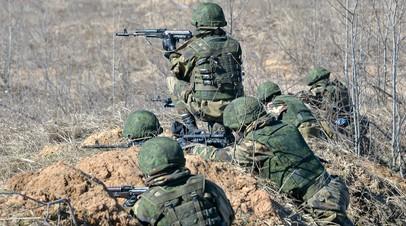 Военнослужащие Вооружённых сил России во время активной фазы совместного белорусско-российского батальонного тактического учения на полигоне «Осиповичский» в Могилёвской области,  24 марта 2021 года