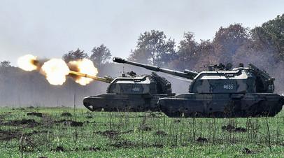 Самоходные артиллерийские установки (САУ) «Мста-С» во время тактических артиллерийских учений на полигоне Молькино в Краснодарском крае