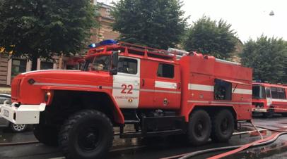 В жилом доме в Петербурге произошёл пожар на трёх этажах