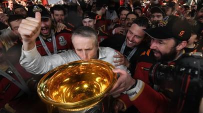 Хартли стал вторым тренером в истории, выигравшим Кубок Гагарина и Кубок Стэнли