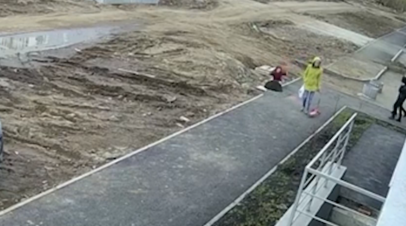 В Уфе ребёнок провалился в канализационный люк — видео