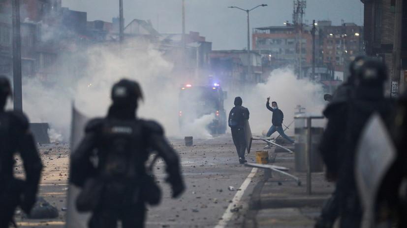 В Колумбии в ходе беспорядков пострадали более 200 полицейских