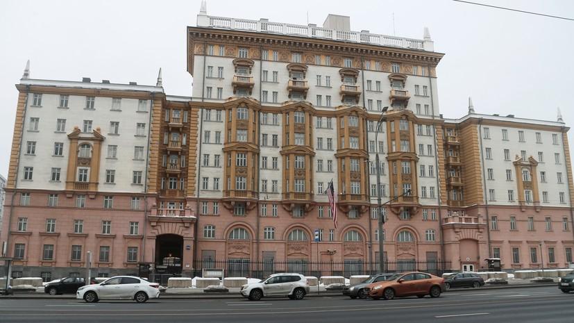 «Абсолютная архаика»: Захарова указала на подрыв США своей консульской работы в России