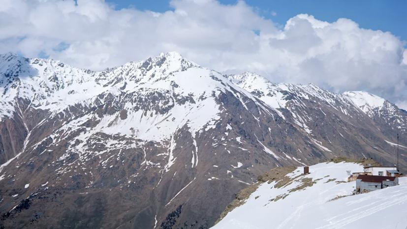 СК начал проверку по факту гибели двух альпинистов на Эльбрусе