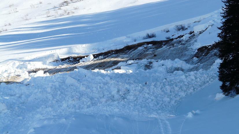 В Бурятии группа туристов попала под лавину