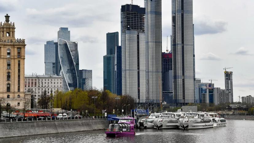 Синоптики предупредили о ветреной погоде и снеге в Москве